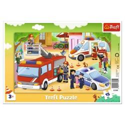 TREFL Puzzle na Podkładce w Ramce 15 Elementów POJAZDY INTERWENCYJNE 31355