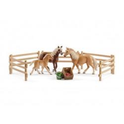 SCHLEICH 72131 Figurki Koni Horse Club RODZINA RASY HAFLINGER W ZAGRODZIE